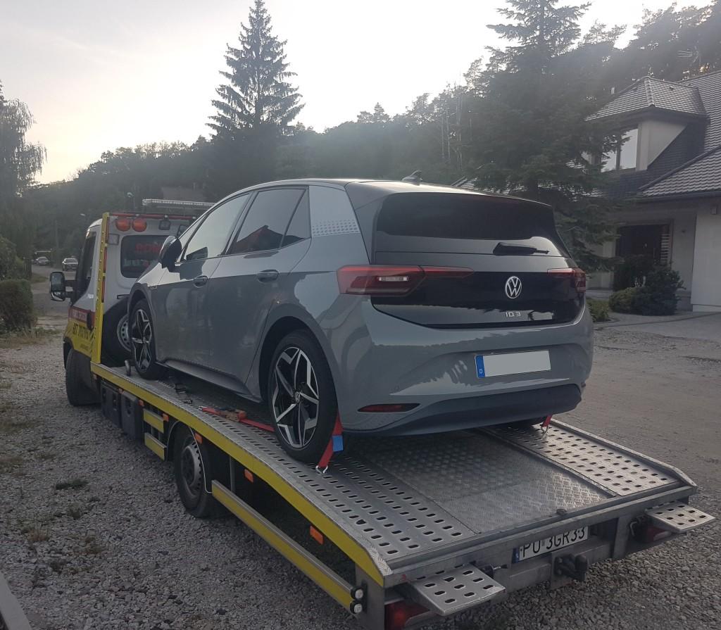 Poznań - laweta z Volkswagenem ID3